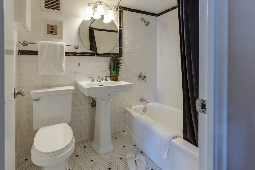 Bathroom Carpet: That Can Warming Up Your Bathroom